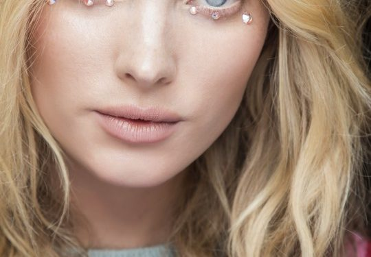 Make up nude o glitterato per la primavera-estate 2018